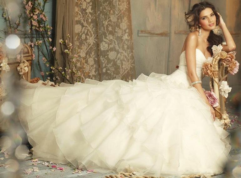 Приснилась знакомая в свадебном платье