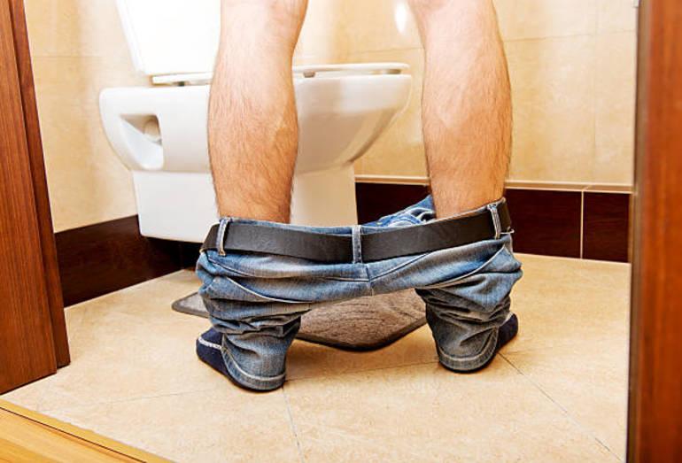 Мочиться в туалете
