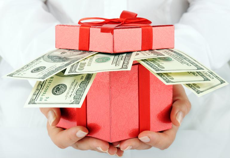 Получить крупные деньги в подарок от любимой