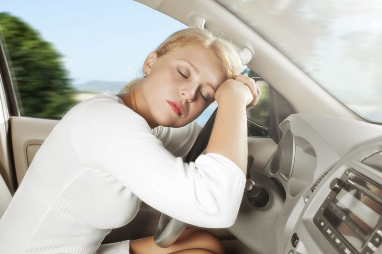 К чему снится водить машину женщинам и мужчинам