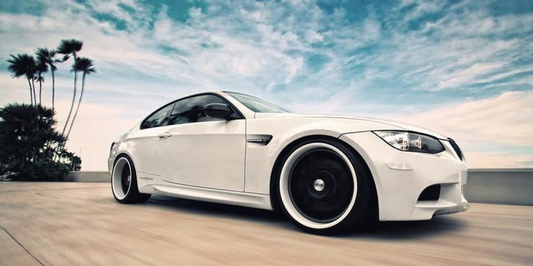К чему снится белая машина