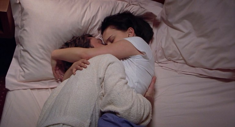 Обниматься во сне с покойником женщиной thumbnail