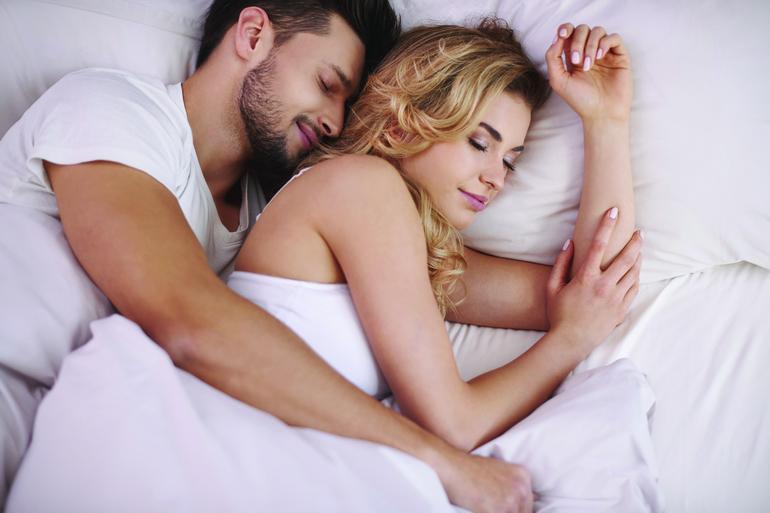 Сновидение про обнимание человека
