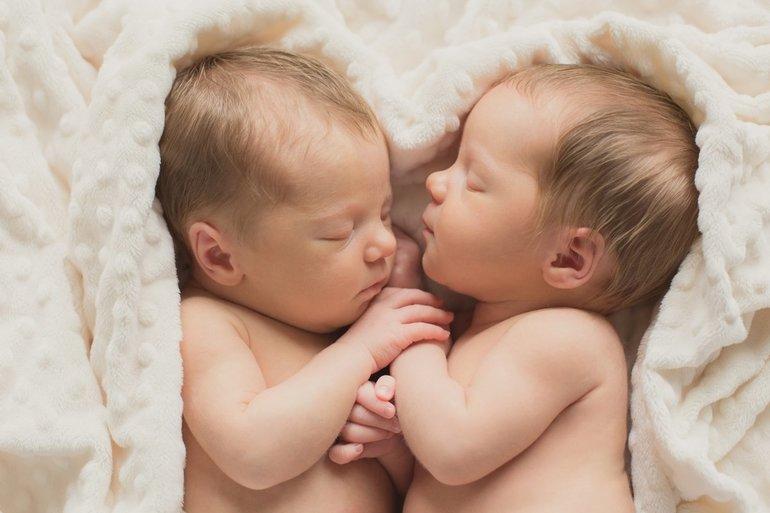 К чему снятся близнецы новорожденные