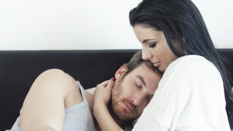 Обниматься во сне