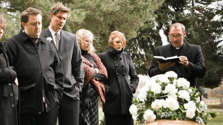 Приснились похороны уже умершего человека