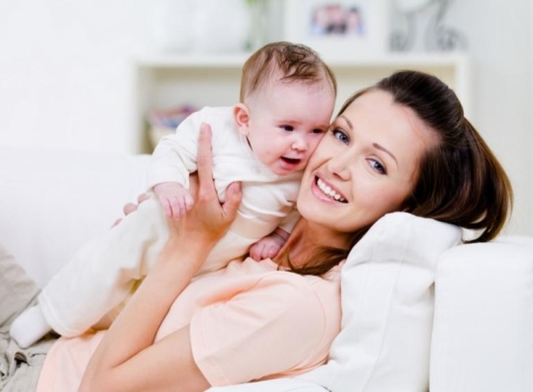 Кормить во сне ребенка грудью