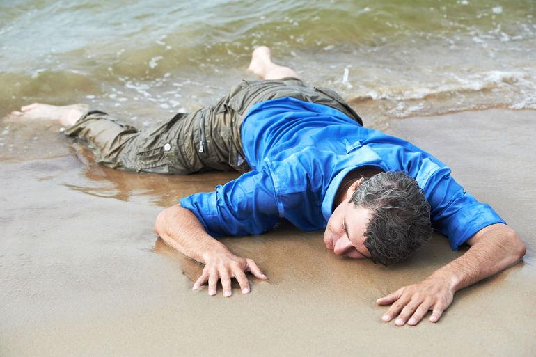 Утопленник на берегу во сне