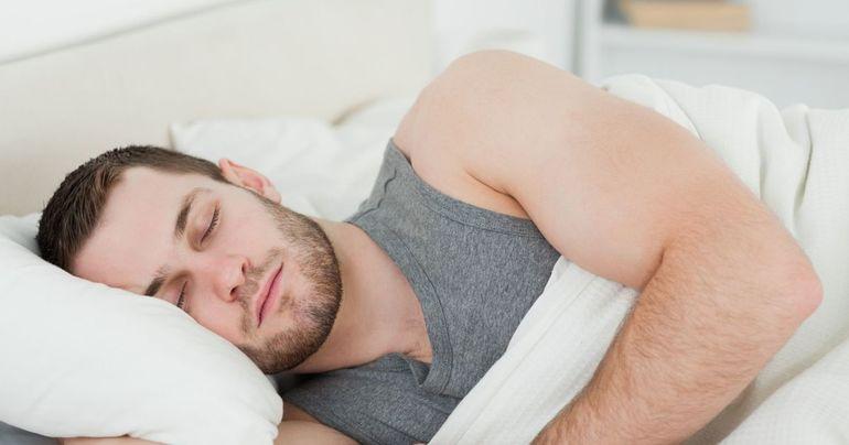 Море с волнами в мужском сне