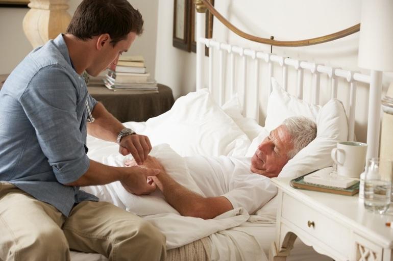 Человек ухаживал во сне за больным двоюродным братом.
