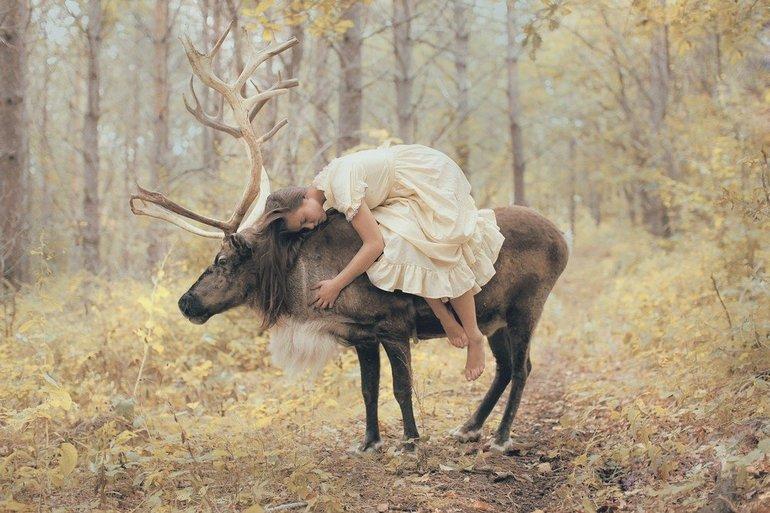 Девушке снится олень