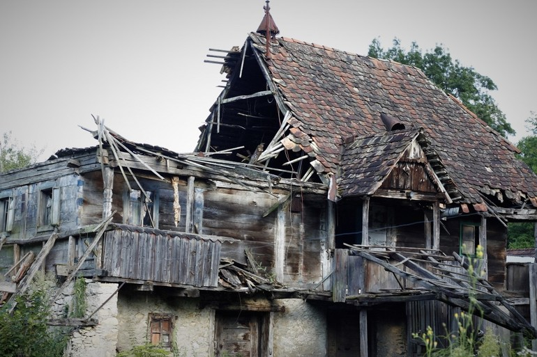 Разрушение собственного дома
