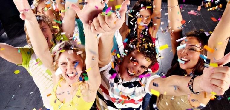 К чему снится праздновать