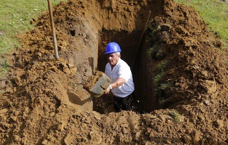 Что обозначает видение, когда приходится копать могилу во сне для себя