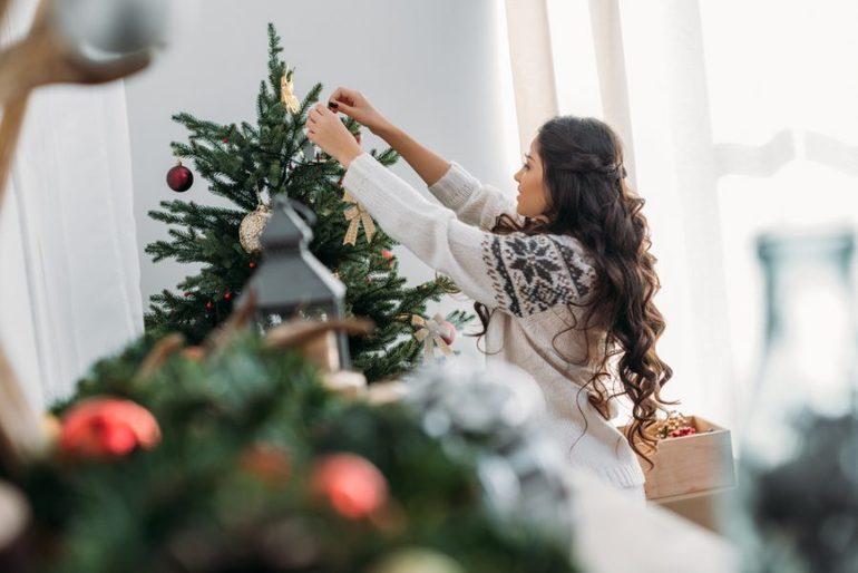 Наряжать елку