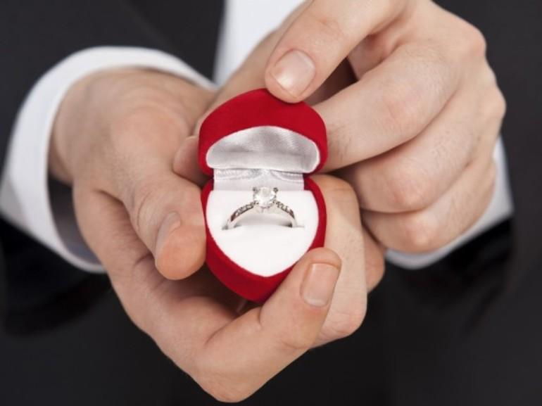 Во сне в подарок от мужчины получить кольцо