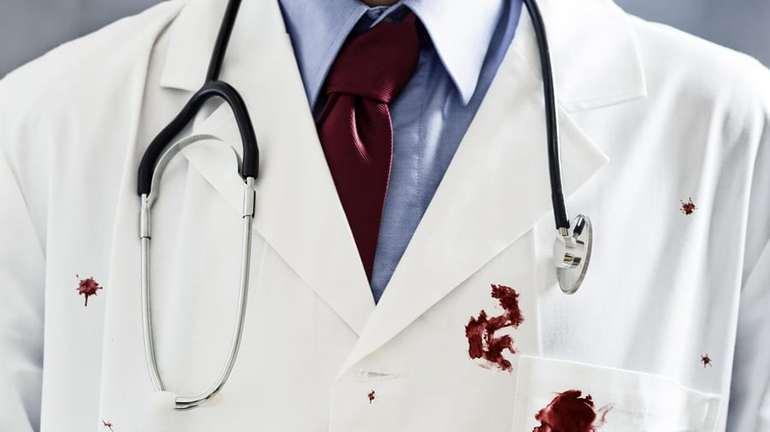 Кровь на халате врача