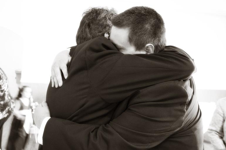 К чему видеть во сне как мужчина обнимает