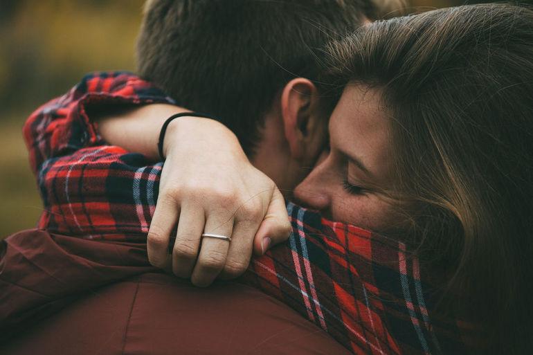 Значение сна, в котором парень обнимает девушку