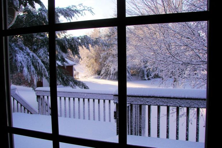 Снится снег за окном