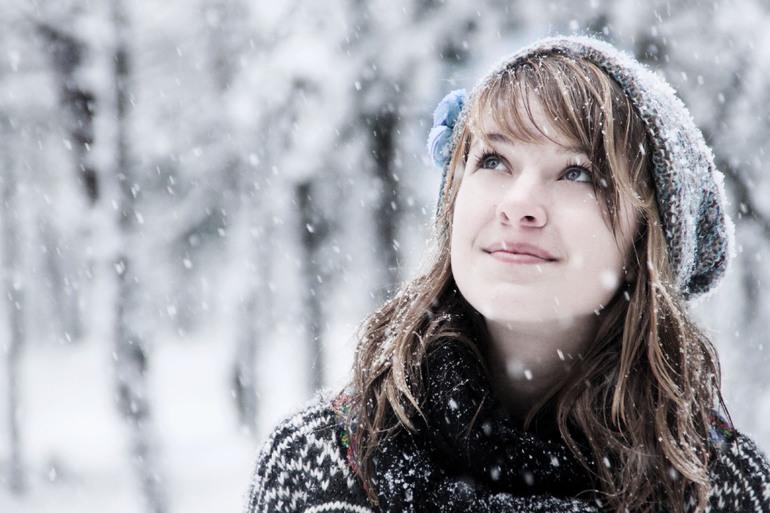 Любуется первым снежком