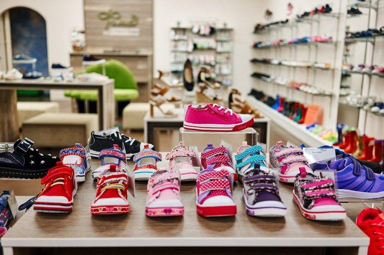 Видеть много детской обуви во сне