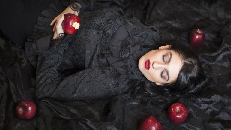 Видеть себя в черной одежде во сне