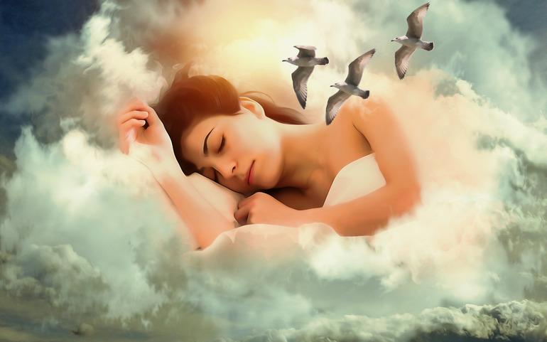 Если девушка видит облака во сне