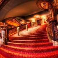 К чему снится театр: значение по различным сонникам