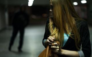 К чему снится убегать от преследования: толкование по сонникам