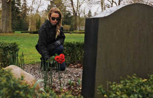 Значения по сонникам сна, где снится могила умершего родственника