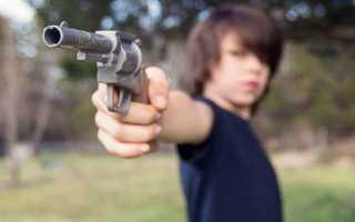 Стрелять из пистолета: к чему снится, версии известных сонников