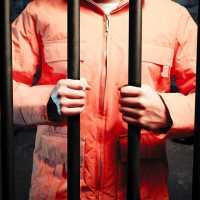 К чему снится посадили в тюрьму: толкование по различным сонникам