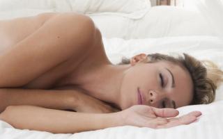 К чему снится видеть себя голой во сне