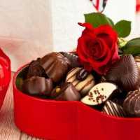 К чему снятся конфеты: толкование по различным сонникам