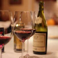 К чему снится вино мужчине и женщине: толкования по соннику