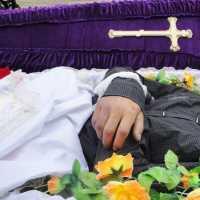 К чему снится покойник в гробу: толкования сонников