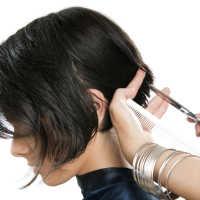 К чему снится стричь волосы в парикмахерской: толкование по сонникам