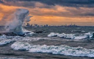 К чему снится шторм на море с большими волнами: толкование по сонникам