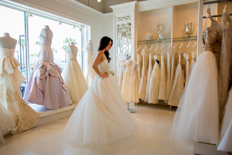 Выбирать свадебный наряд во сне