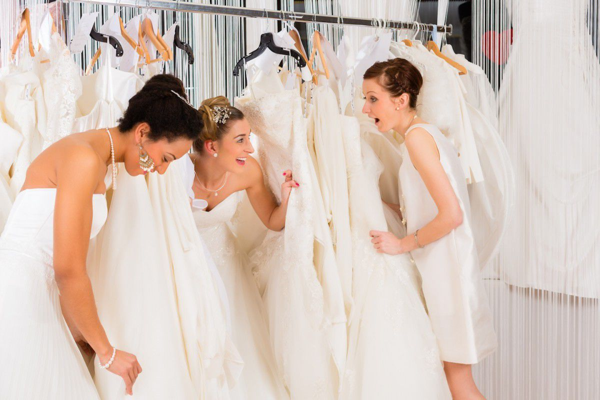 выбор свадебного платья подруге