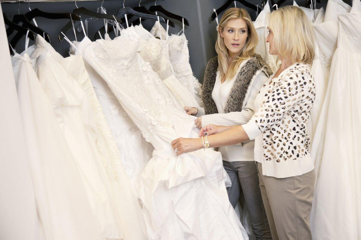 выбор свадебного платья с мамой